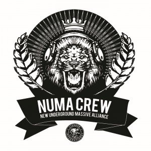 "Numa Crew ""New Underground Massive Alliance"" (Liondub International – 2014) Wer in Sachen Bass unterwegs ist, wird sicher schon einmal über die Numa Crew aus Italien gestolpert sein. Gegründet 2005 […]"