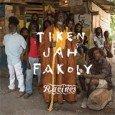"""Tiken Jah Fakoly """"Racines"""" (Blue Wrasse/Barclay -- 2015) Tiken Jah Fakoly ist neben Alpha Blondy der bedeutendste afrikanische Reggaesänger. 1968 wurde er in einem kleinen Dorf im Nordwesten der Elfenbeinküste..."""