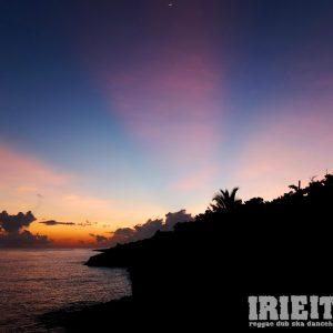 Wer uns schon ein wenig länger verfolgt weiß, dass wir uns einmal im Jahr per Fotostory in die jamaikanische Sonne träumen. Und gerade heute, gerade jetzt ist (zumindest hier in […]