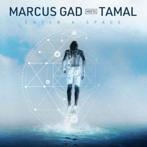 """Marcus Gad meets Tamal """"Enter A Space EP"""" (Baco Records – 2019) Sein meditativer Entschlackungsreggae hat es in sich. Schon auf dem Debütalbum """"Chanting"""" von vor zwei Jahren, mit dem..."""