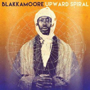 """Blakkamoore """"Upward Spiral"""" (Baco Records -- 2020) Jahdan Blakkamoore ist bislang vor allem durch seine Vielseitigkeit aufgefallen. Ein Blick auf ein paar Releases, die hier bei IrieItes.de besprochen wurden, mag..."""