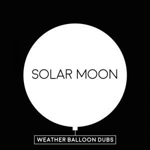 """Solar Moon """"Weather Balloon Dubs"""" (MP Records – 2020) 2018 erschien mit dem Album """"Blackbook"""" eine gelungene Zusammenstellung von Titeln des Solar Moon-Kollektivs. Bis dato waren die Musiker schon 25..."""