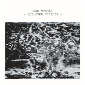 """Jah Schulz """"Dub Over Science"""" (basscomesaveme – 2020) Jah Schulz scheint diese merkwürdige und zuweilen etwas düstere Zeit gut für sich zu nutzen. Nach dem Album """"Right Time – Right […]"""