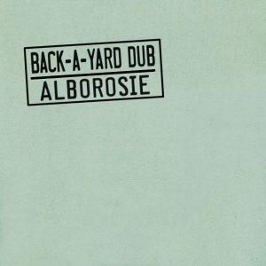 """Alborosie """"Back-A-Yard Dub"""" (VP Records – 2021) Er ist ideale kulturelle Aneignung, Multiinstrumentalist, Sänger und Produzent in Person – und stolz darauf. Der Italiener, oder noch besser gesagt, Sizilianer Alborosie […]"""